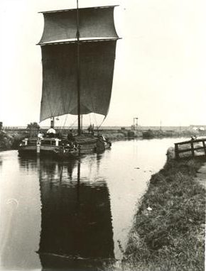 Image of a Keel on the River Hull courtesy of East Riding Museums